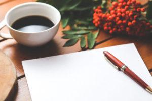 Leeres Blatt Papier mit Kugelschreiber