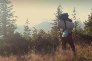 Backpacker in der Wildnis