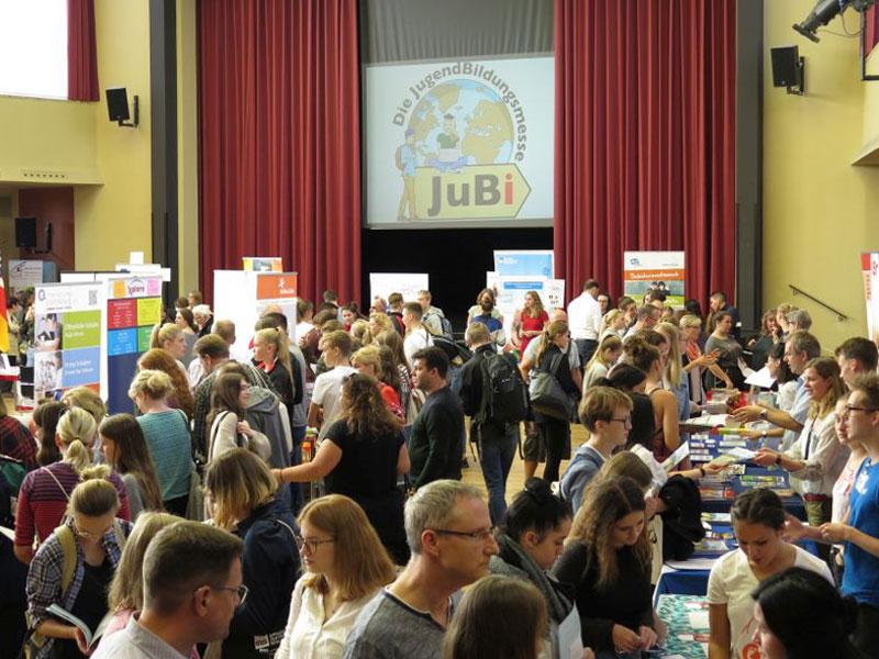 JugendBildungsmesse in einer Aula